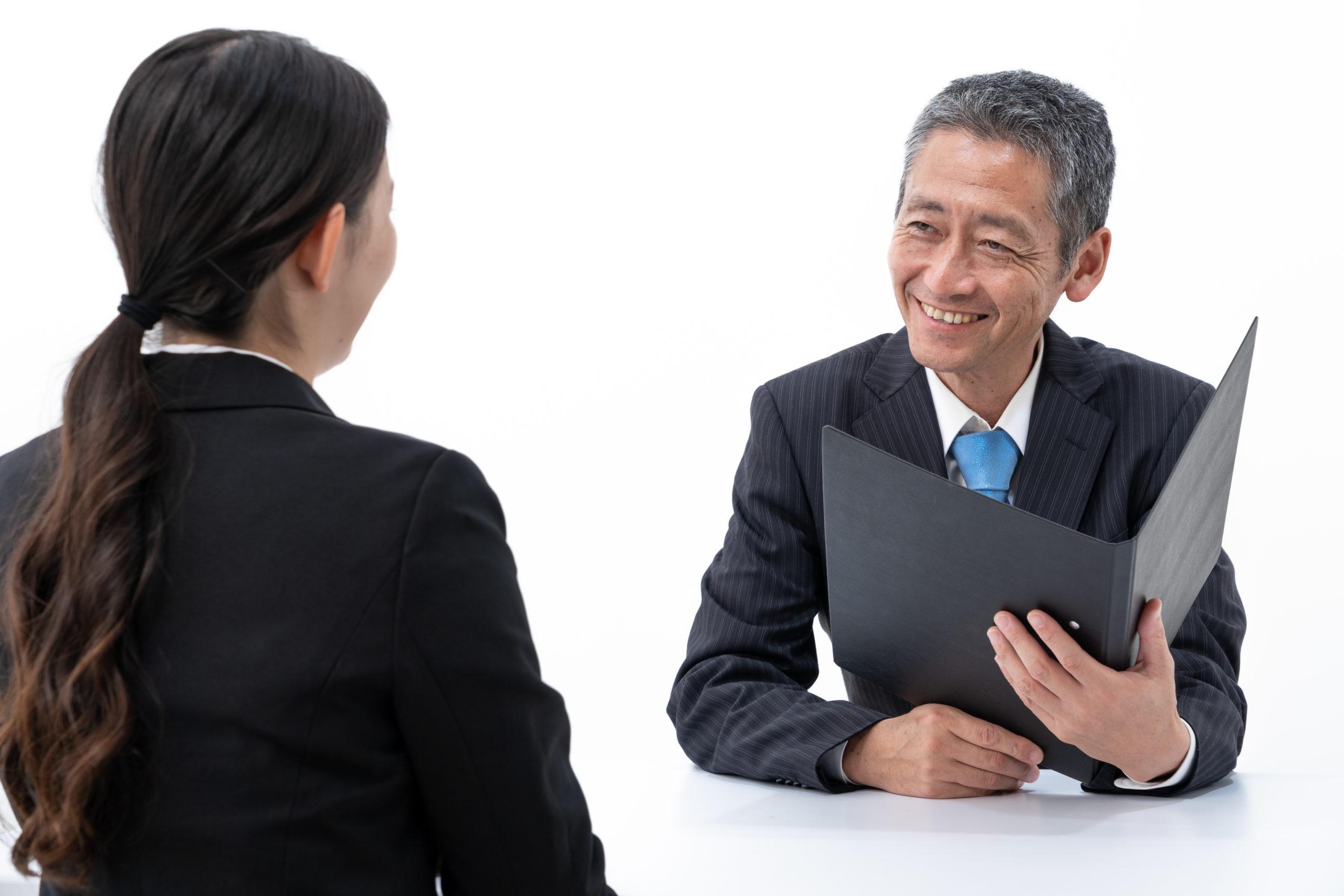 転職の面接で相手に好印象を与えるスーツの着こなし